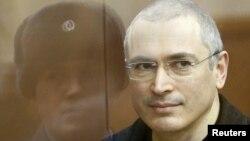Осужденный бывший глава компании ЮКОС Михаил Ходорковский в суде. Москва, 28 декабря 2010 года.