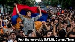 Protestat në Jerevan kundër shtrenjtimit të rrymës