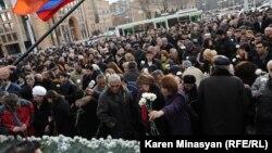 2008-ի մարտիմեկյան իրադարձությունների զոհերի հիշատակին նվիրված ակցիա Երևանում, 1-ը մարտի, 2013թ․
