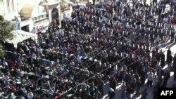 تظاهرات ضدحکومتی در شهر ادلیب سوریه؛ تصویر از ویدیویی است که روز جمعه در یوتیوب منتشر شده است.
