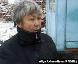 Жительница Талдыкоргана Жибек Молгождарова. Талдыкорган, 2 декабря 2011 года.