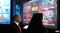 Иллюстрационное фото: Владимир Путин на выставке, посвященной истории России, 4 ноября 2016 года