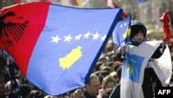 Građani u Prištini proslavljaju prvu godišnjicu nezavisnosti, februar 2009.