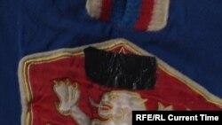 Свитер игрока сборной Чехословакии с заклеенной красной звездой. Фото: CTK