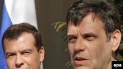 Novoizabrani ruski predsednik Dmitry Medvedev posetio je Srbiju 25. februara 2008., još dok je bio zamenik premijera Rusije i predsednički kandidat. Poseta je usledila ubrzo nakon što je Kosovo proglasilo nezavisnost.