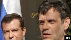 Kryeministri serb Koshtunica me zëvendëskryeministrin rus Medvedev, 25 shkurt 2008