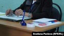 Ручки-браслеты раздали членам УИКов