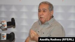 Գրող Աքրամ Այլիսլին «Ազատության» ադրբեջանական ծառայության տաղավարում, արխիվ