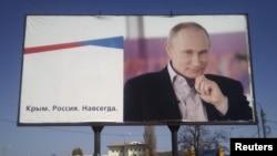 Плакат в анексованому Росією Криму, Керч, квітень 2016 року