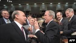 Запомните меня таким: президенту не улыбается перспектива запомниться соотечественникам отцом экономического кризиса и поражением в Ираке