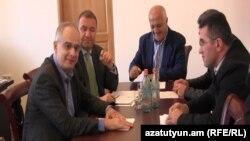 Armenia -Senior representatives of three opposition parties meet in Yerevan, 7 Oct2014