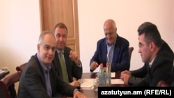 Встреча неправящих сил в парламенте (архив)