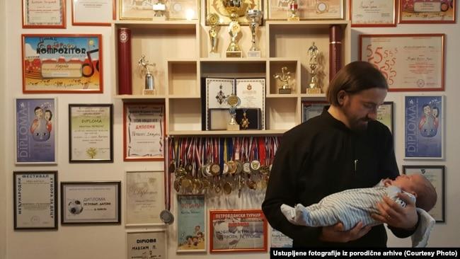 Odgoj u mnogočlanoj porodici je puno lakši, kaže sveštenik Zoran Petrović
