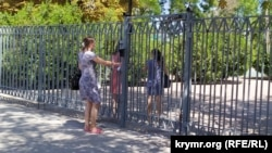 Родителям можно войти на территорию школы №22 только после звонка охране