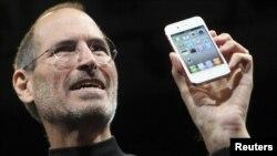 Стив Джобс и его последнее детище - Айфон-4