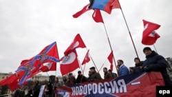 """Митинг в поддержку """"Новороссии"""" в России."""