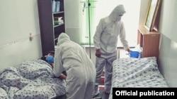Медицина кызматкерлер пандемиядагы иш учурунда. Июль, 2020-жыл. Нарын шаары.