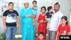 Многодетная семья оралманов. Шымкент, 1 июля 2010 года. (Иллюстративное фото.)