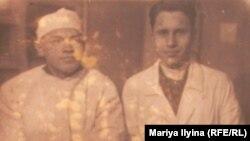 Доктор Пантюхов с коллегой в лагерной больнице