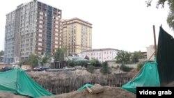 Душанбеде курулуп жаткан көп кабаттуу үйлөр.
