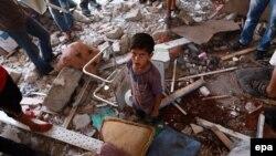 مواردی که در مورد آن تحقیق شده حملاتی به مدرسههای سازمان ملل بوده که از آنها به عنوان پناهگاه نیز استفاده شده است (در تصویر حمله ۳۰ ژوئیه به یکی از مدارس در جبلیه)