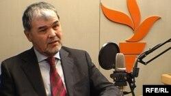"""Мухаммад Салих - лидер узбекской оппозиции в пражской студии радио """"Азаттык""""."""