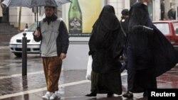Еуропадағы мұсылмандар. Франция, Марсель, 24 желтоқсан 2009 жыл. (Көрнекі сурет)