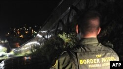 Американский пограничник несет патрульную службу в Аризоне на американо-мексиканской границе