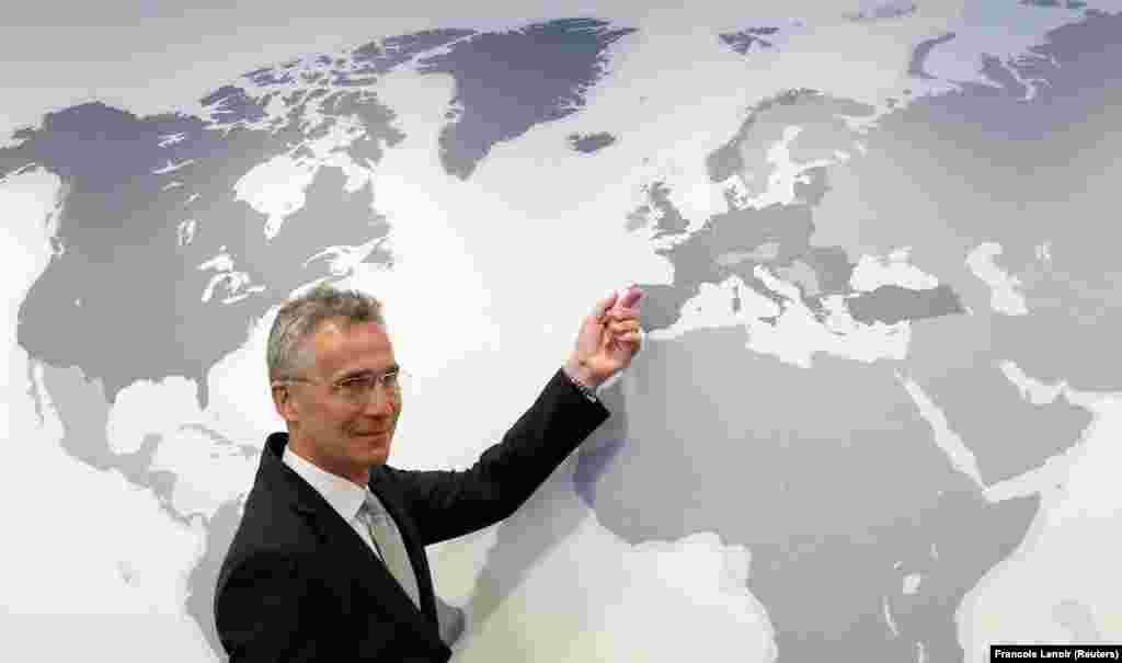 МАКЕДОНИЈА / БЕЛГИЈА - Генералниот секретар на НАТО, Јенс Столтенберг во интервју за грчката новинска агенција АНА-МПА ги поздрави напорите за изнаоѓање решение за спорот за името. Според него, доколку се реши проблемот, тогаш НАТО ќе ја покани Македонија да стане членка на организацијата.