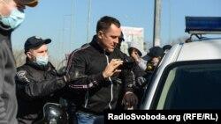 6 квітня в столичному Гідропарку відбулися сутички між відвідувачами, які намагались пройти на територію острова, та поліцією, яка заблокувала вхід