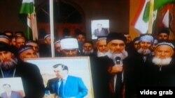 Рашт районундагы диниятчылар бийликтеги партия үчүн добуш берүүгө үндөп жатышат. 27-февраль, 2015-жыл.