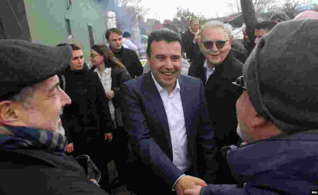 МАКЕДОНИЈА - Верувам дека ќе успееме успешно да ги завршиме преговорите до самитот на НАТО во јули, изјавил премиерот Зоран Заев за австриската радио станица ОРФ, истакнувајќи дека влезот на Македонија во НАТО е повеќе од извесен доколку се пронајде решение за спорот за името со Грција.