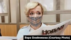 Anastasia Şevcenko în sala tribunalului din Rostov-pe-Don
