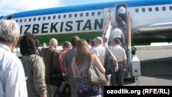 Uzbekistan - Uzbekistan airways planes on Tashkent airport