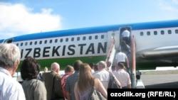 ays planes on Tashkent airport