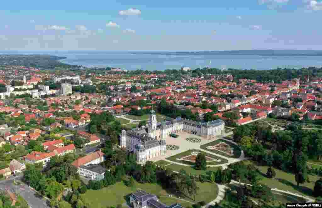 Крістоф Фештетич почав будівництво сімейного замку в Кестхеї у 1745 році. Для розвитку інфраструктури неподалік від замку він заснував лікарню та поселив у місті майстрів