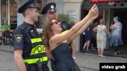 В этом году в туристических зонах Тбилиси появился пеший патруль