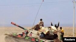 Ливия Ўтиш даври миллий кенгаши кучлари Сирт шаҳри яқинида, 2011 йил 5 сентябр.