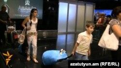Сирийские армяне прибывают в Ереван очередным рейсом из Алеппо.