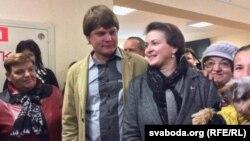 Тацяна Караткевіч з мужам на выбарчым участку