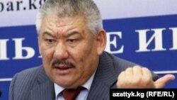 Азимбек Бекназаров на пресс-конференции, 2010