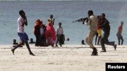 """Один из эпизодов гражданского конфликта в Сомали: задержание полицией человека, подозреваемого в связях с """"Аль-Каидой""""."""