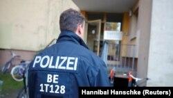 Повідомляється, що принаймні один поліцейський був поранений у Берліні