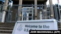 نمایی از ورودی سفارت آمریکا در برلین