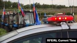 """Полиция останаваливает """"тракторный марш"""""""