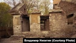 Дом привратника, до того как за него взялся Евгений Балагин
