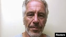 Джефри Епстийн се самоуби в килията си през април