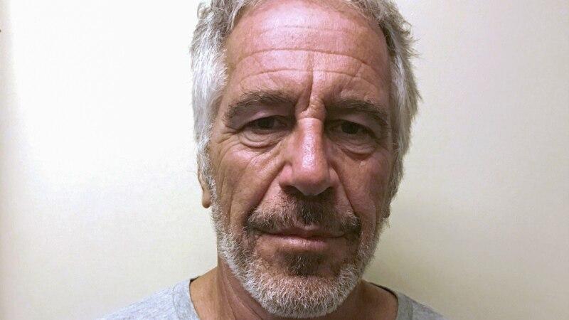 AP: Stražari falsifikovali da su obilazili Epsteina svakih pola sata