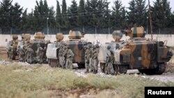Թուրքիա - Թուրքական բանակի զինծառայողներ և զրահատեխնիկա Սիրիայի սահմանի մերձակայքում, արխիվ