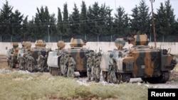 Турецкие солдаты на границе между Турцией и Сирией. 30 июля 2012 года. Иллюстративное фото.